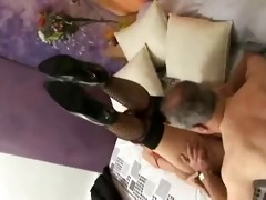 he is need to have cash to receive to fuck her !