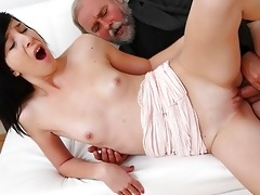 alisa acquires to learn how top engulf penis