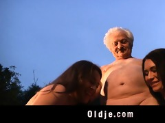 old man gustavo bangs with two naughty women